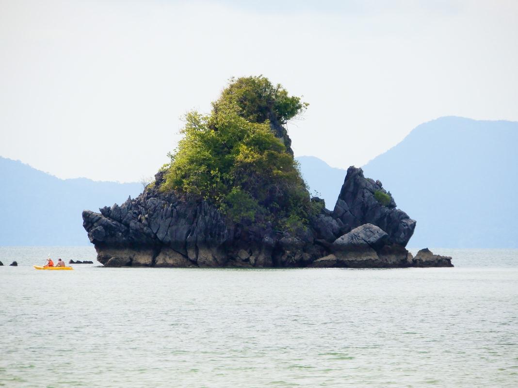 Islote al frente Tanjung Rhu
